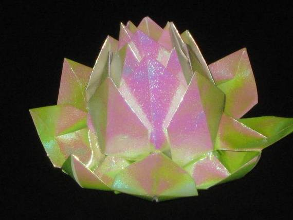 DIY-Paper-Lotus-Lanterns-for-Buddha's-Birthday__081
