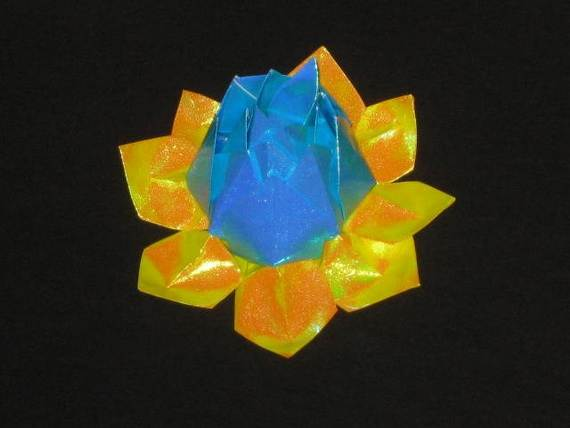 DIY-Paper-Lotus-Lanterns-for-Buddha's-Birthday__091