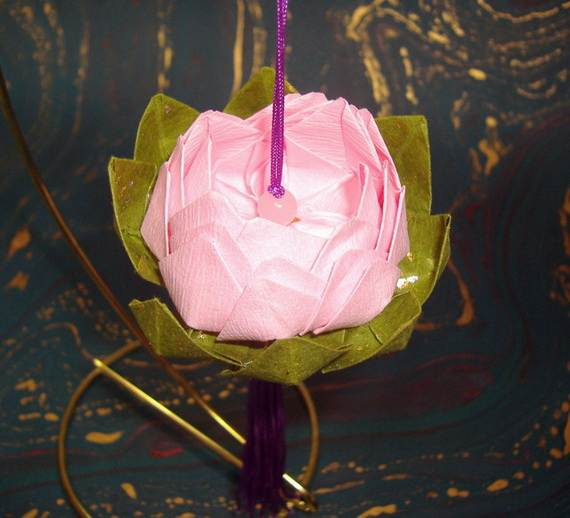 DIY-Paper-Lotus-Lanterns-for-Buddha's-Birthday__241