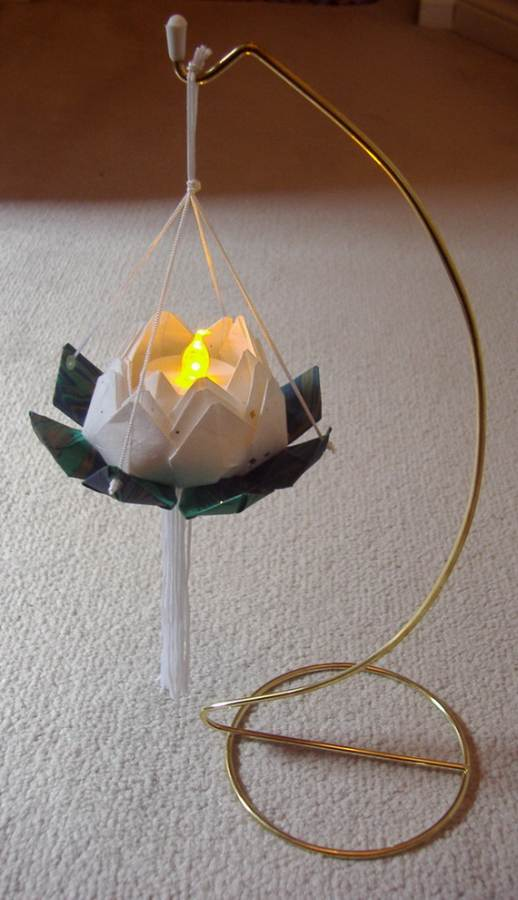 DIY-Paper-Lotus-Lanterns-for-Buddha's-Birthday__261