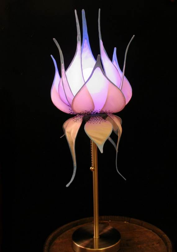 DIY-Paper-Lotus-Lanterns-for-Buddha's-Birthday__281