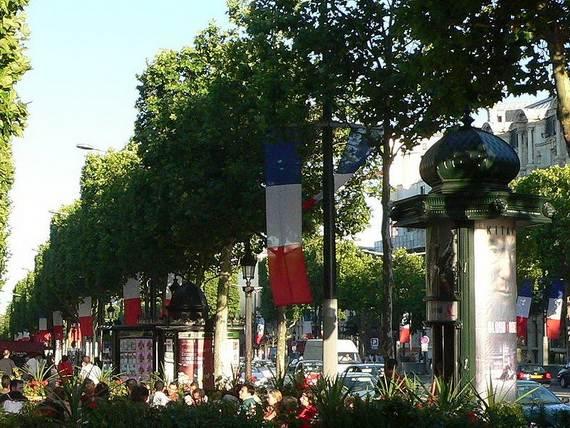 800px-Champs-Elys_resize