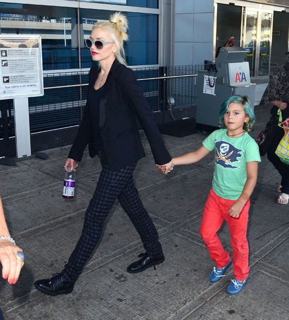 Gwen And Kingston Arriving On A Flight In New York