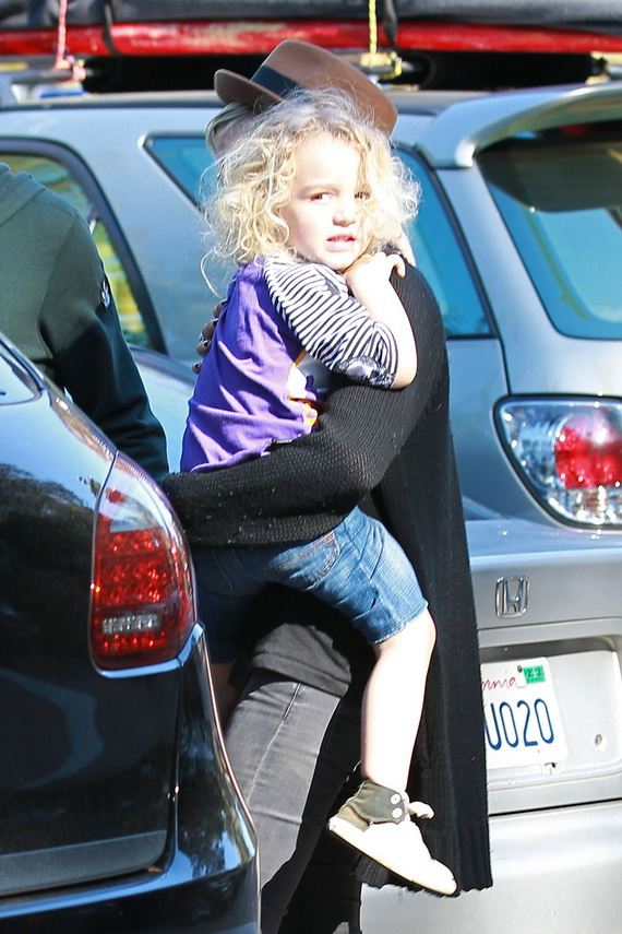 Ashlee Simpson and boyfriend Vincent Piazza take Ashlee's son Bronx for a walk at the Tree People park in Los Angeles
