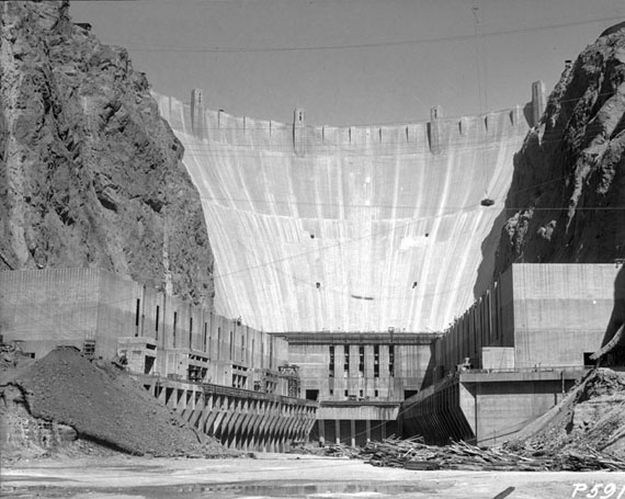 Construction_of_Hoover_Dam_1934-2