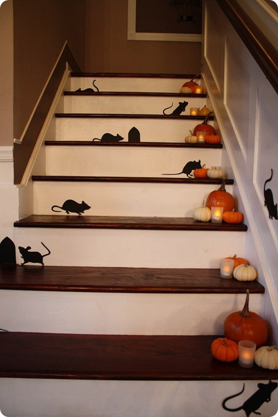 50 Unique Fall Staircase Decor Ideas_31