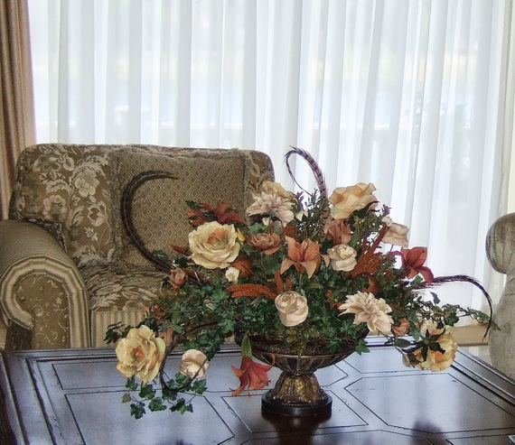 Cool Fall Flower Centerpiece and Flower Table  (5)