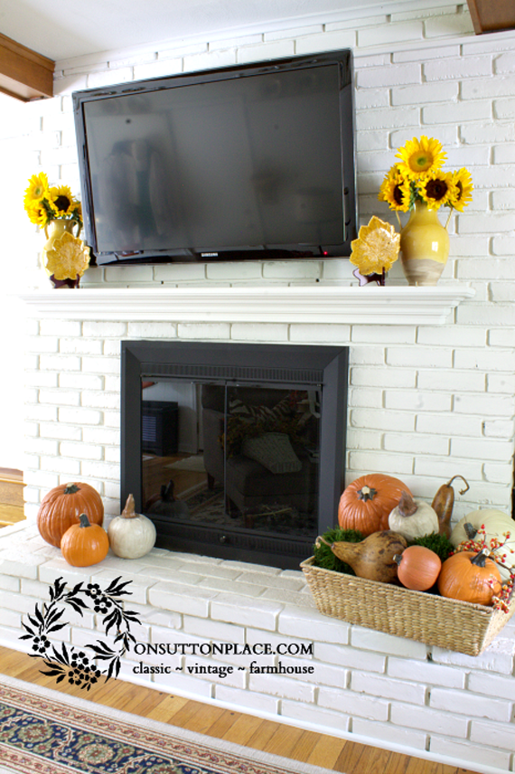 Fall-Mantel-with-TV