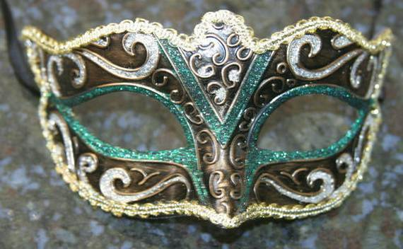 How-to-Make-a-Paper-Mache-Mask-With-a-Foil-Mold_04