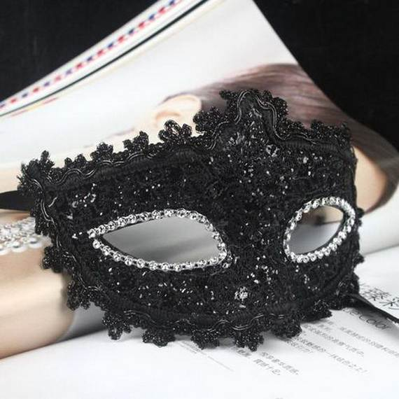 How-to-Make-a-Paper-Mache-Mask-With-a-Foil-Mold_07