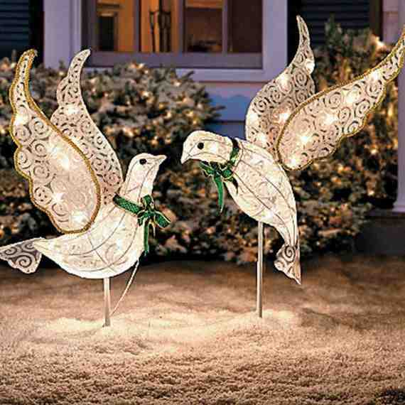 Outdoor-Christmas-Decorations-For-A-Holiday-Spirit-_281