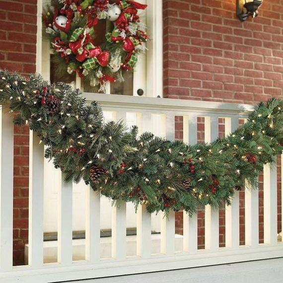 Outdoor-Christmas-Decorations-For-A-Holiday-Spirit-_411