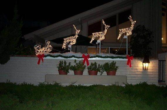 Outdoor-Christmas-Decorations-For-A-Holiday-Spirit-_571
