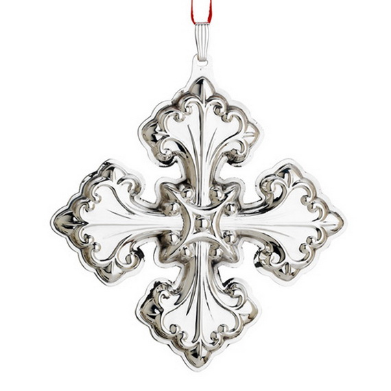 Splendid Ideas For Christmas Tree Decoration With Silver And Gold Ornaments_04