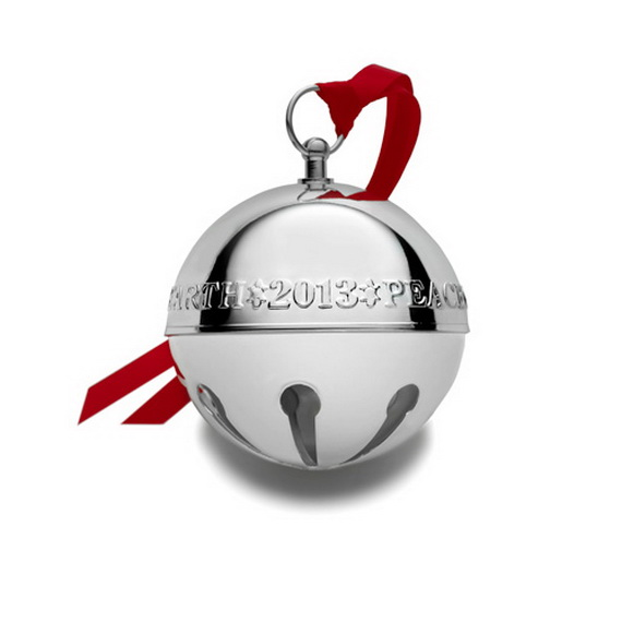 Splendid Ideas For Christmas Tree Decoration With Silver And Gold Ornaments_12