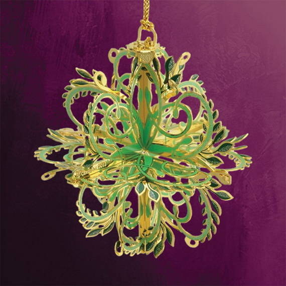 Splendid Ideas For Christmas Tree Decoration With Silver And Gold Ornaments_13