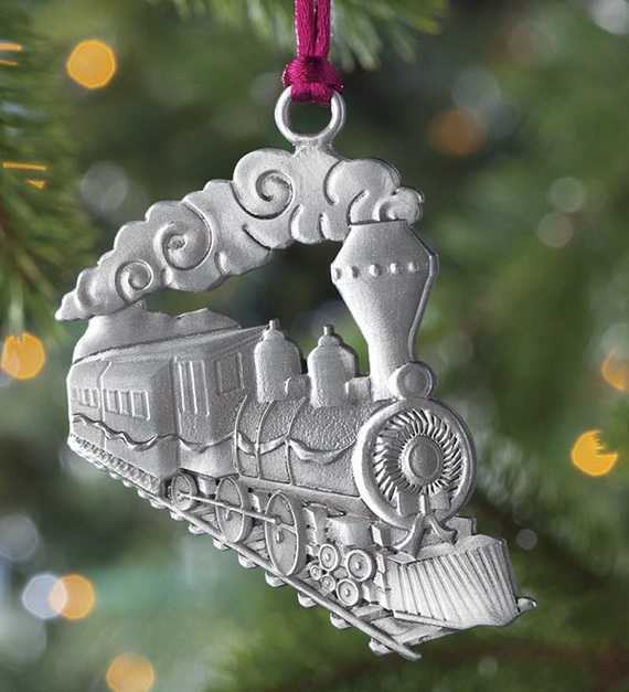 Splendid Ideas For Christmas Tree Decoration With Silver And Gold Ornaments_28