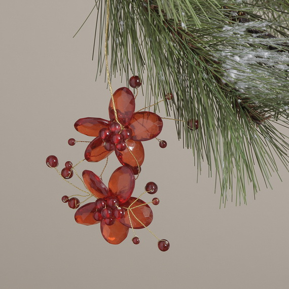 Splendid Ideas For Christmas Tree Decoration With Silver And Gold Ornaments_30