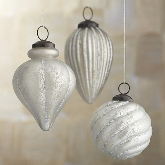 Splendid Ideas For Christmas Tree Decoration With Silver And Gold Ornaments_36