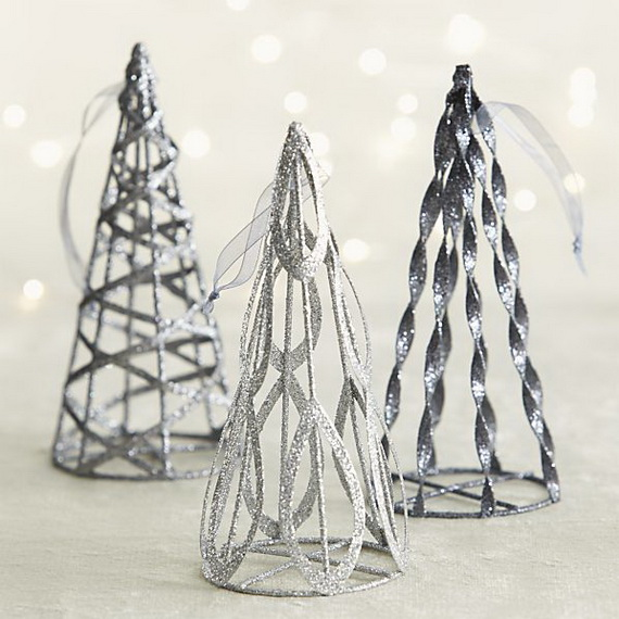 Splendid Ideas For Christmas Tree Decoration With Silver And Gold Ornaments_45