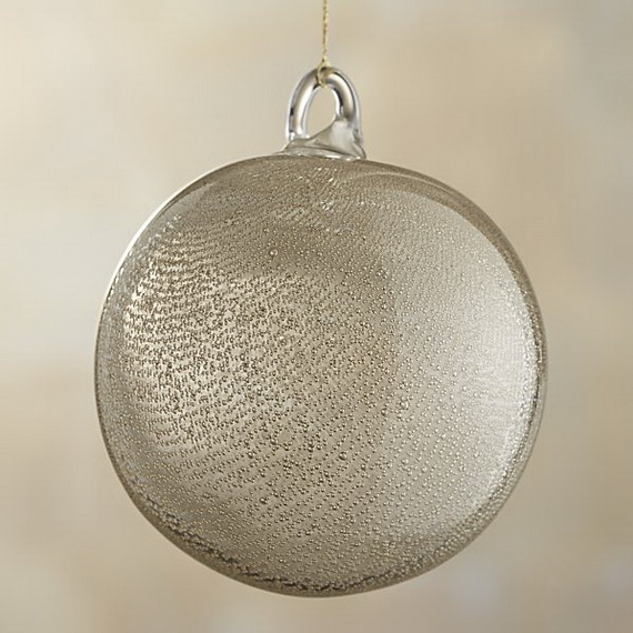 Splendid Ideas For Christmas Tree Decoration With Silver And Gold Ornaments_59
