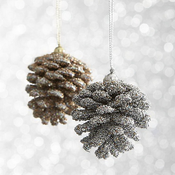 Splendid Ideas For Christmas Tree Decoration With Silver And Gold Ornaments_65