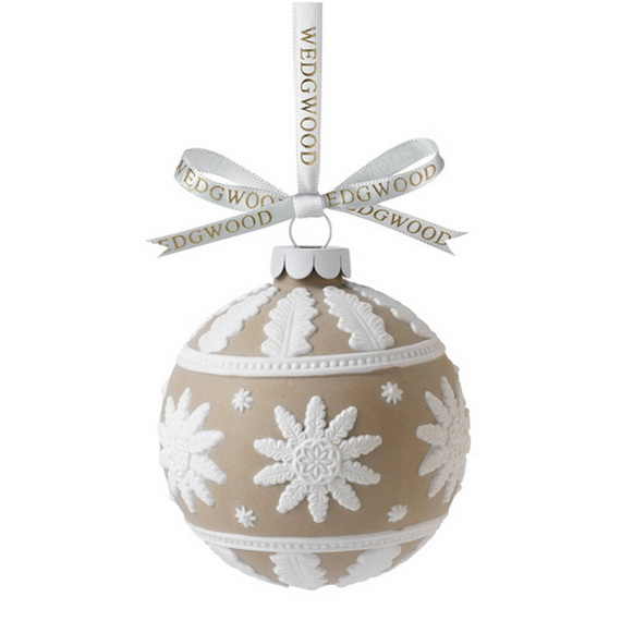 Splendid Ideas For Christmas Tree Decoration With Silver And Gold Ornaments_67