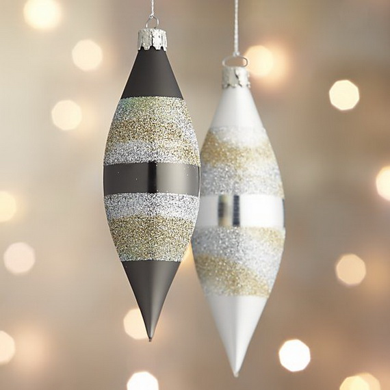 Splendid Ideas For Christmas Tree Decoration With Silver And Gold Ornaments_68