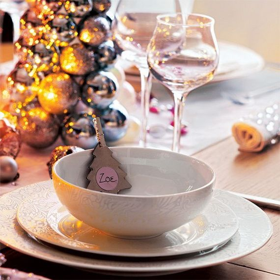 A Festive Christmas Table Decoration In Style_100