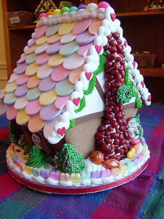 Amazing Traditional Christmas Gingerbread Houses_31