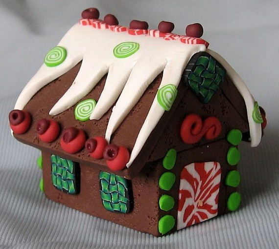 Amazing Traditional Christmas Gingerbread Houses_46