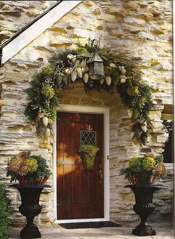 50 fresh festive christmas entryway decorating ideas for Outdoor entryway decorating ideas