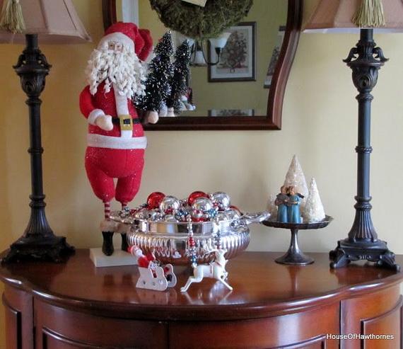 Fresh Festive Christmas Entryway Decorating Ideas_21