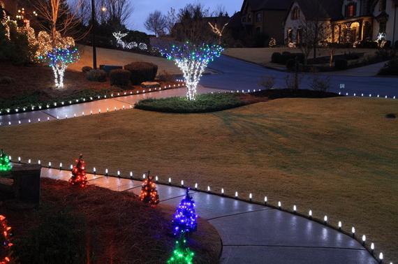 Fresh Festive Christmas Entryway Decorating Ideas_26