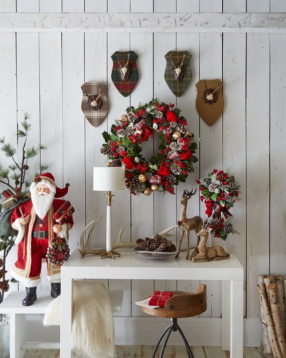 Fresh Festive Christmas Entryway Decorating Ideas_29