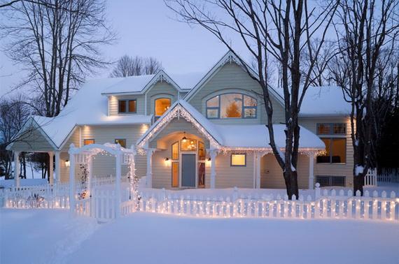 Fresh Festive Christmas Entryway Decorating Ideas_30