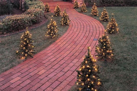 Fresh Festive Christmas Entryway Decorating Ideas_34