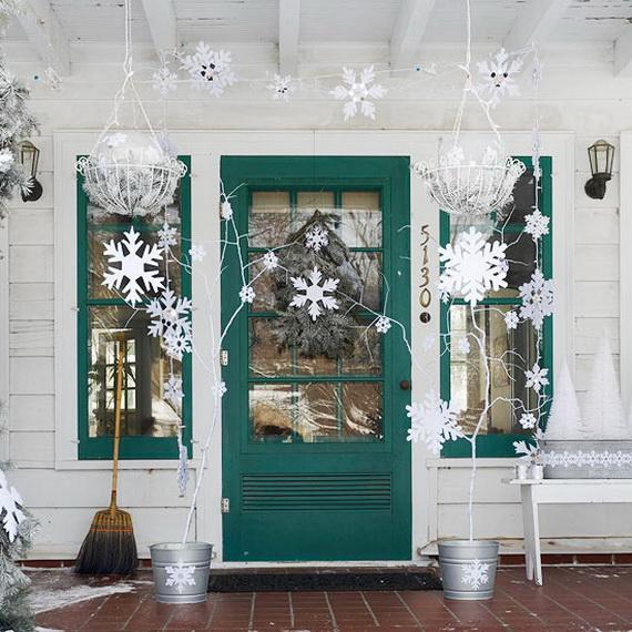 Fresh Festive Christmas Entryway Decorating Ideas_39