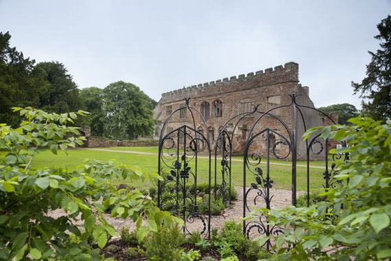 Historical Astley Castle In The Warwickshire Countryside_04