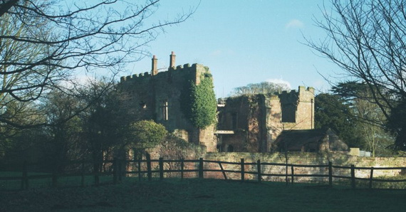 Historical Astley Castle In The Warwickshire Countryside_05