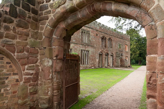 Historical Astley Castle In The Warwickshire Countryside_07