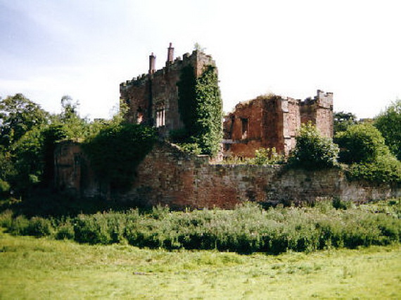 Historical Astley Castle In The Warwickshire Countryside_12