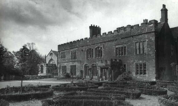 Historical Astley Castle In The Warwickshire Countryside_15