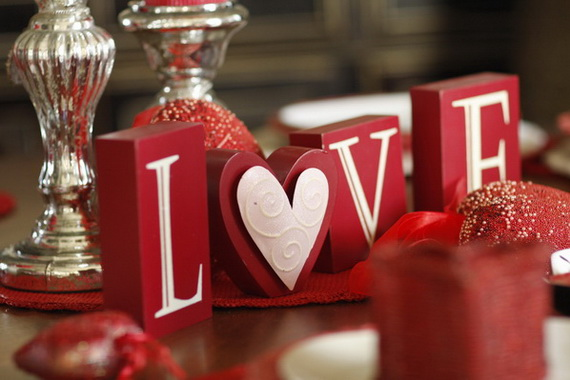 Amazing Romantic Table Centerpiece Decorating Ideas for Valentine's Day _12