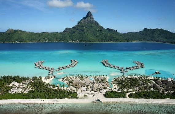 Best-Overwater-Bungalows-In-Tahiti-Le-Meridien-Bora-Bora-_39