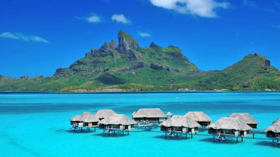 Best-Overwater-Bungalows-In-Tahiti-Le-Meridien-Bora-Bora-_55