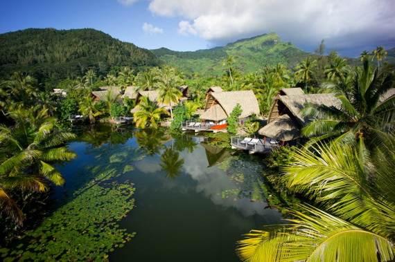 Best-Overwater-Bungalows-In-Tahiti-Le-Meridien-Bora-Bora-_58