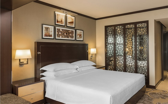 Spend A Luxury  Holiday In Sheraton Dubai Creek Hotel & Towers  _04 (2)