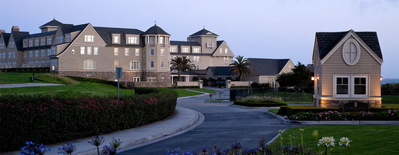 an inspiring recreation of a bygone era, characterized by grand seaside lodging_14