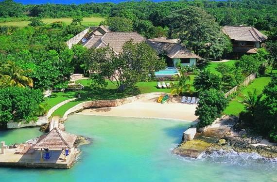 amazing-beachfront-rental-villa-with-panoramic-views-in-jamaica_02